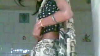 இளம் கிராமத்து மனைவியை செக்ஸ் செய்யும் தமிழ் அண்ணி செக்ஸ் வீடியோ