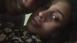 காலேஜ் படிக்கும் ஜோடி முலை சப்பி லிப்லாக் கிஸ் வீடியோ