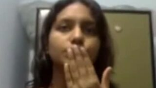 வீட்டு மனைவி சாரீயை கழட்டி அம்மணமாகும் நியூட் வீடியோ