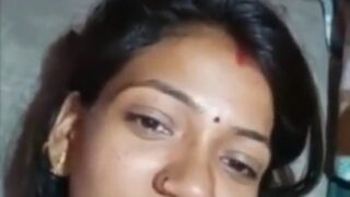 கொழுந்தியலை நைஸாக இரவில் கூதி ஈரமாக ஓக்கிறான்