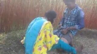 சுடிதார் போட்ட கிராமத்து கிளி பேண்ட் கழட்டி ஓல் வாங்குகிறாள்