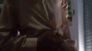 ஷாப் உள்ளே பேத்தியை கிழவன் மேட்டர் போடும் பிட்டு படம்